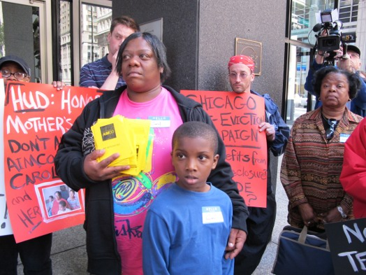 Rogers Park family fights to ward off eviction
