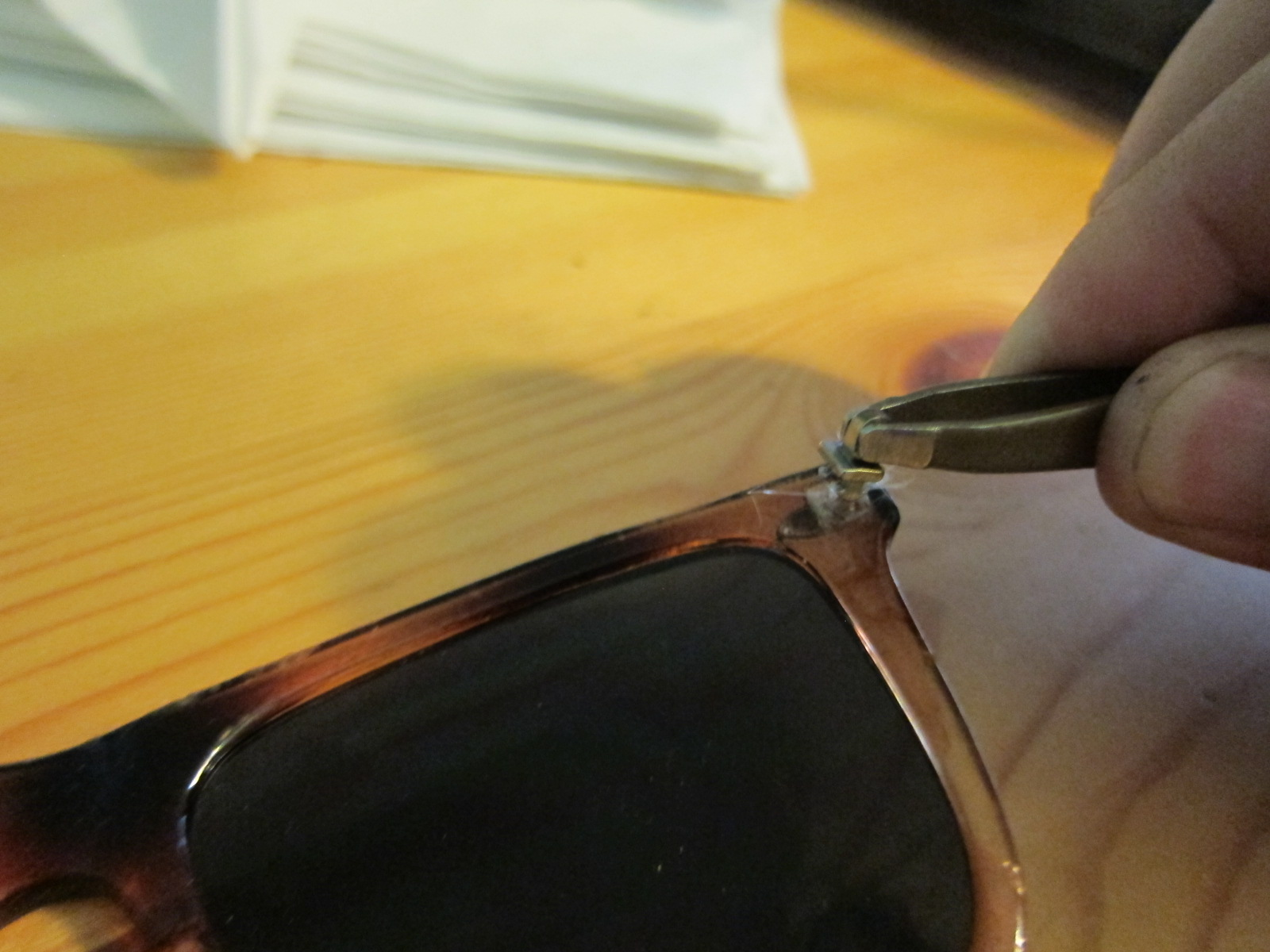 Replacing hinge in plastic-framed glasses :: the reality tunnel